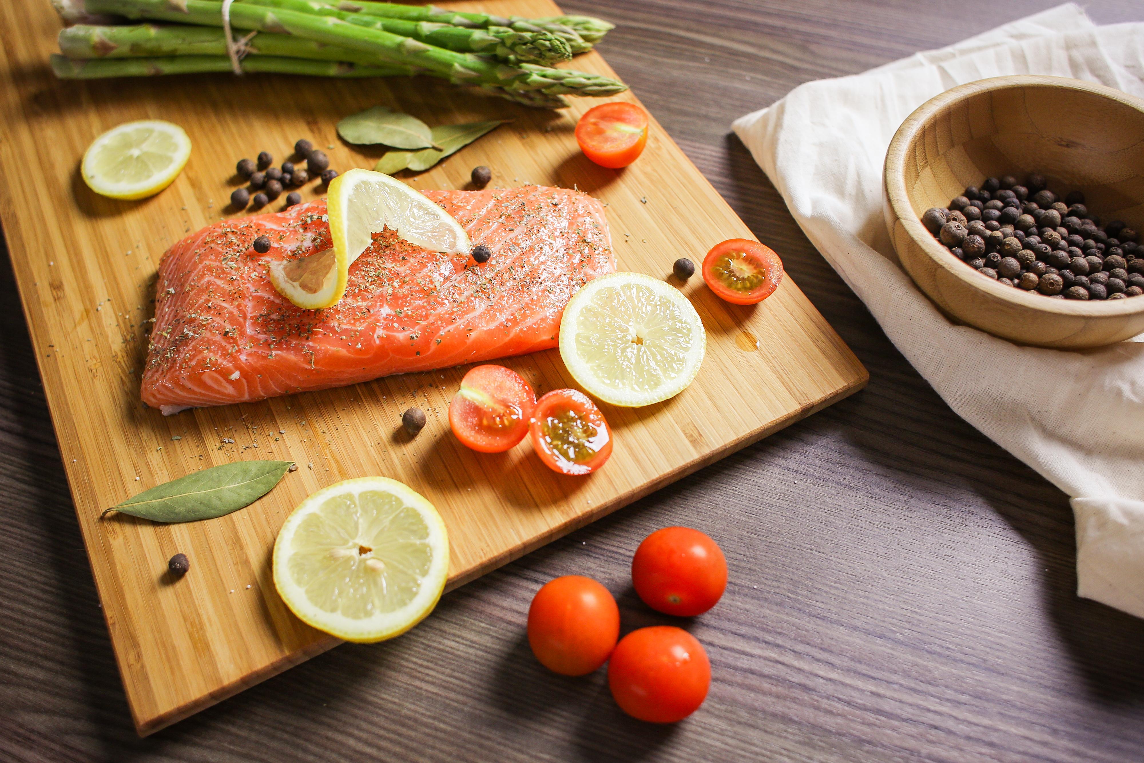 salmon lemon tomatoes